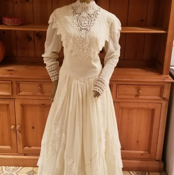 Victorian Wedding Dresses Off White